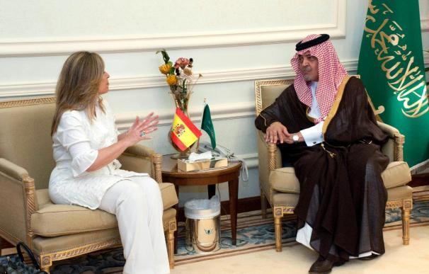 Jiménez se ve hoy con el rey saudí para fomentar las inversiones españolas