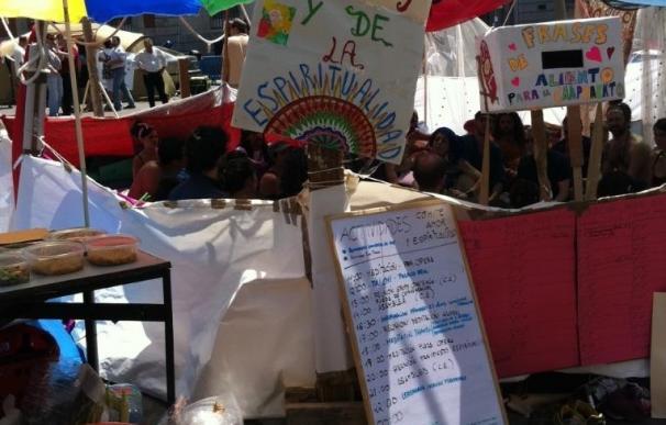 Los acampados de Sol desmontarán las tiendas del centro de la plaza a las 06.30 para permitir que limpie el Selur