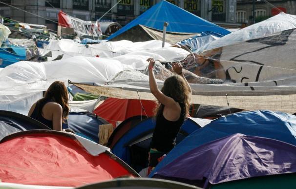 Portavoces de 144 asambleas de barrios de Madrid debaten si siguen acampados