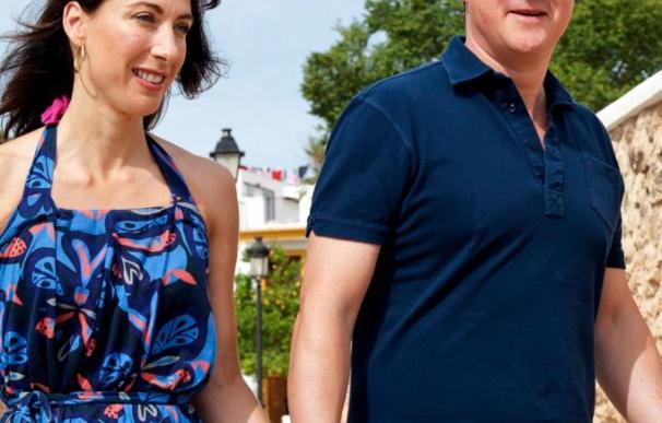 Cameron disfruta de una semana de vacaciones en Ibiza con toda su familia