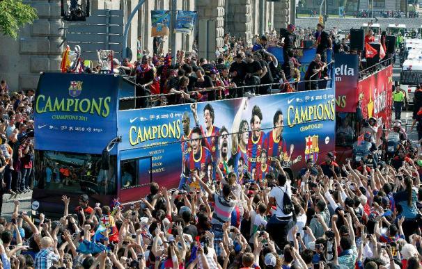 El autobús de los campeones de Europa ya está en el Puerto de Barcelona