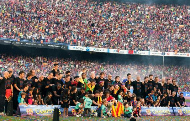 Un Camp Nou hasta la bandera pone punto final a la fiesta por la Champions