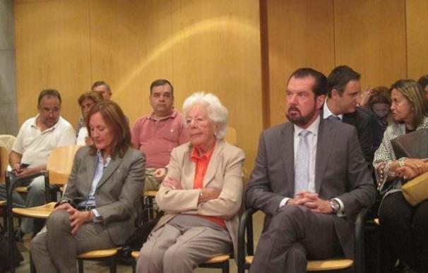 Jesús Ortíz, Henar Ortiz y María del Carmen Álvarez del Valle, en un momento del juicio.