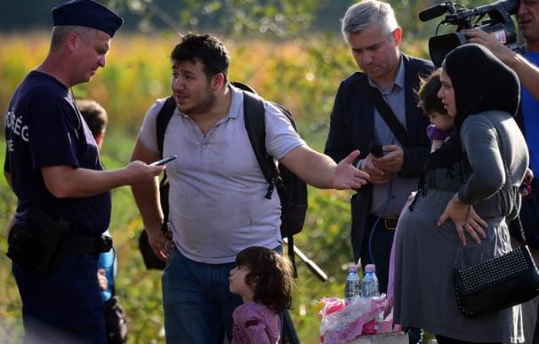 Hungría cierra el punto de entrada para los refugiados