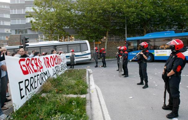 """Un sabotaje y cuatro """"imputados""""en las primeras horas de la huelga general en Euskadi"""
