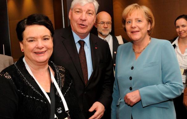 Merkel dice que los países industrializados aceptan recortar el déficit a la mitad para 2013