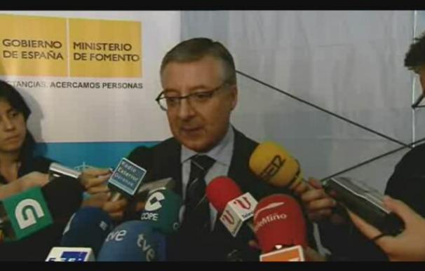 """Blanco considera """"irresponsabilidad"""" que Rajoy se oponga al impuesto de la banca"""