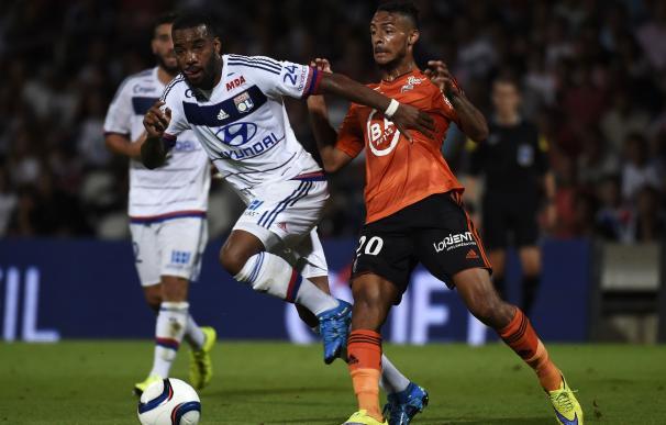 Lacazette-Beauvue-Valbuena: el tridente del Lyon, la gran amenaza para el Valencia / AFP