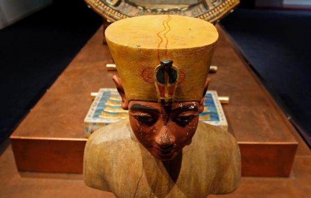 Una exposición replica a tamaño natural los tesoros y la tumba de Tutankhamon