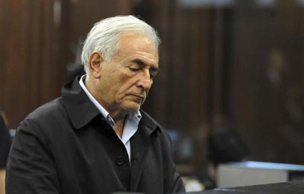 Strauss-Kahn sigue preso; Francia y el FMI buscan caras nuevas