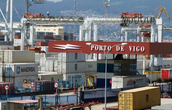 Las exportaciones tiran de la economía mientras el consumo se estanca