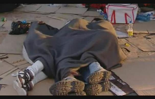 Los jóvenes que siguen en Sol se organizan tras la segunda noche de acampada