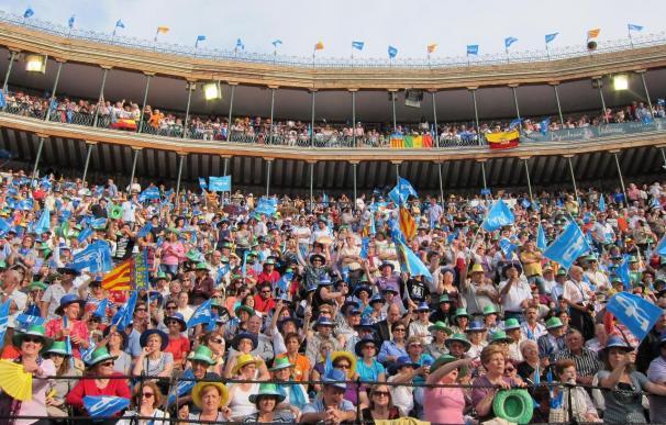 Rajoy y Camps desbordan la plaza de toros de Valencia con más de 15.000 personas