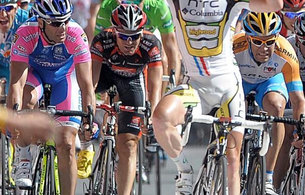 Cavendish suma su cuarta victoria al esprint, Contador mantiene el liderato