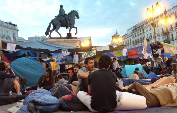 """Los """"indignados"""" de Sol deciden hoy si van a seguir acampados"""