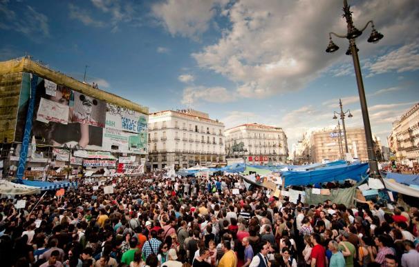"""La Puerta del Sol arranca la jornada electoral al grito de """"Así vota Madrid"""""""