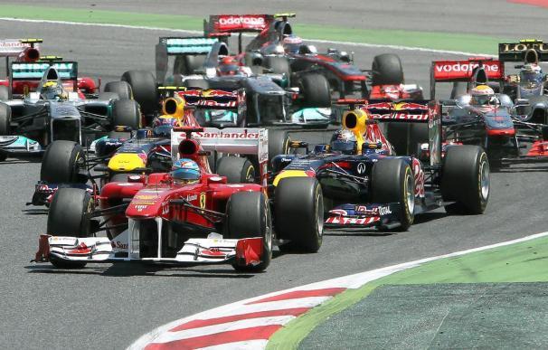 Vettel gana tras una pugna con Hamilton; Alonso, quinto