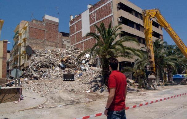 Continúan las demoliciones de edificios en Lorca pese a ser jornada electoral