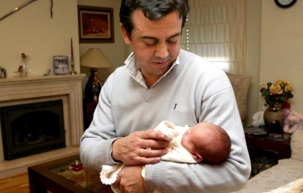 Baja el número de permisos de maternidad y sube el de permisos de paternidad