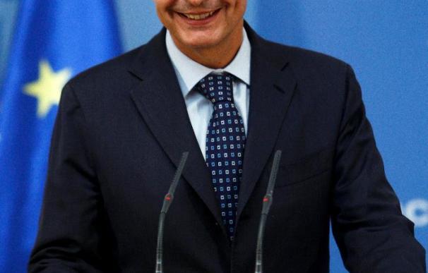 """Zapatero dice que defenderá """"donde haga falta"""" que la reforma laboral evitará despidos"""