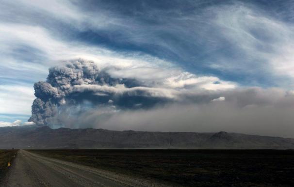 Las autoridades islandesas cierran el espacio aéreo tras la erupción del volcán Grimsvoetn