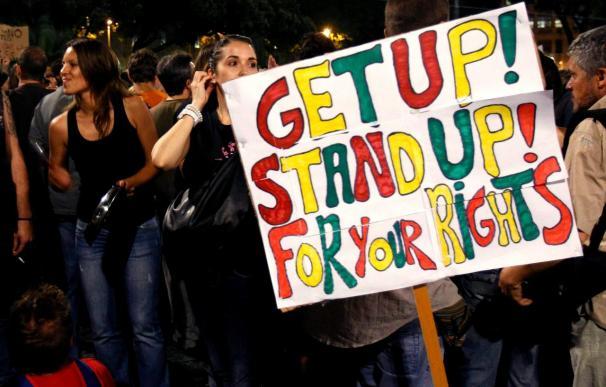 Los indignados de Barcelona entre debates y euforia en la noche pre-electoral