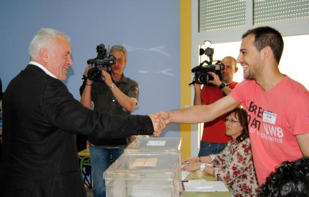 IU espera entrar en los parlamentos de Extremadura y Castilla León