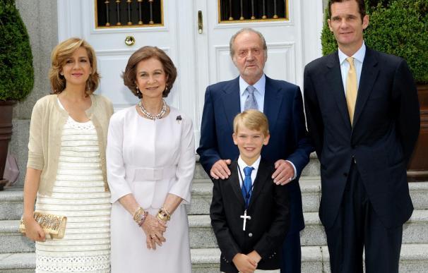 La Familia Real al completo acude a la comunión de Miguel Urdangarín en la Zarzuela