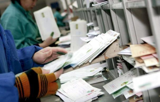 Varios empleados de la embajada estadounidense en París intoxicados al abrir una carta sospechosa
