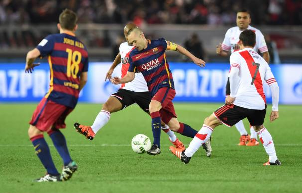 Barcelona forward Andres Iniesta (C) controls the