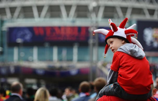 Un aficionado, a las puertas de Wembley para ver el Barcelona - Manchester United