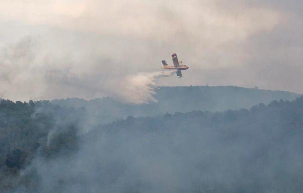 El incendio de Ibiza mejora pero los bomberos no consiguen estabilizarlo