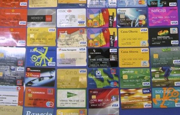 Los Mossos detienen a dos hombres que copiaban tarjetas en cajeros automáticos