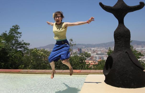 "La videoartista Rist dialoga con Miró a partir de su escultura ""Femme"""