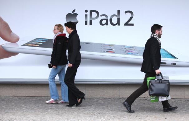 En una fábrica del sur de China, un gigante industrial fabrica el último modelo de la tableta de Apple.