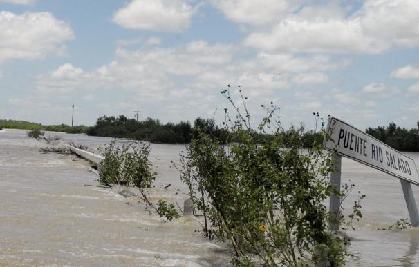 Detienen temporalmente la búsqueda de los españoles que cayeron a un río en México