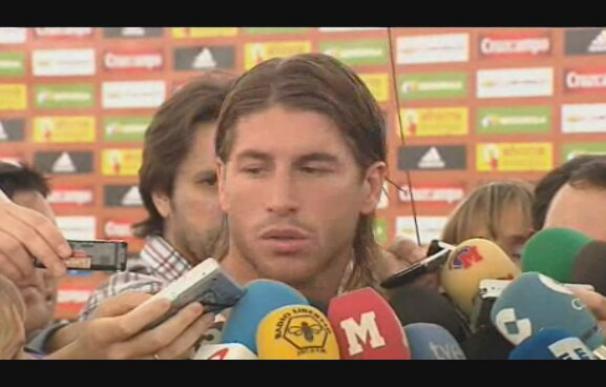 """Ramos aboga por olvidar los roces de los clásicos por el bien de """"La Roja"""""""