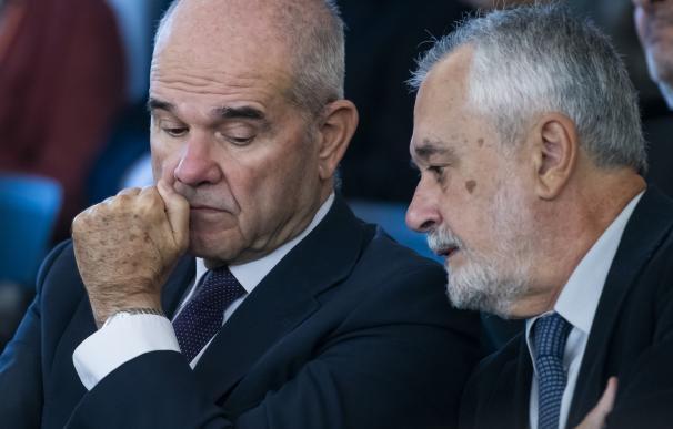 Chaves y Griñán, durante una sesión del juicio de los ERE