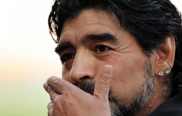 """Grondona dice estar """"dolido"""" y aclara que la AFA """"no echó"""" a Maradona"""