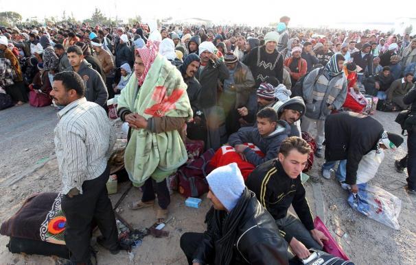 La situación en la frontera tunecina está al borde del caos ante la avalancha de refugiados