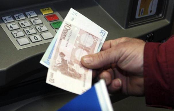 Los españoles ahorraron un 2 por ciento menos en 2010, superado lo peor de la crisis