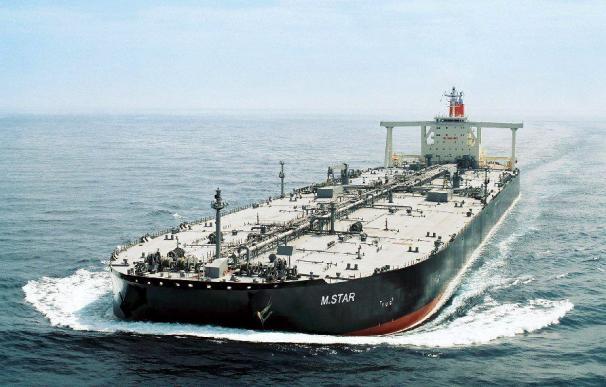 Un petrolero japonés sufre una explosión en el estrecho de Ormuz