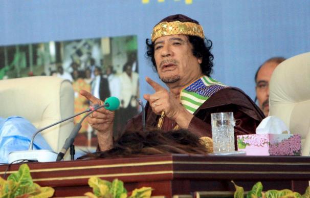 Gadafi insta a la población a combatir a los manifestantes, que vincula a Al Qaeda