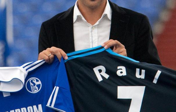 Raúl se presentó ante el Schalke y desató la primera ola de entusiasmo