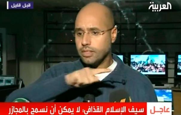 Un hijo de Gadafi niega los bombardeos e insta a la prensa extranjera a entrar en Libia
