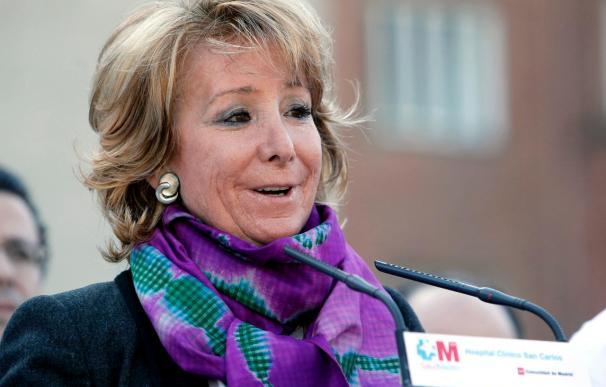 Esperanza Aguirre sale con ánimo del hospital y prevé volver al trabajo en pocos días