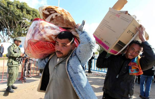 2.500 refugiados llegan cada 6 minutos desde Libia a la frontera con Túnez