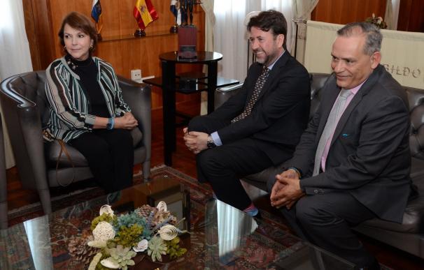 """Alonso expresa a Mitzy Capriles la """"solidaridad"""" de Tenerife ante la """"batalla dura"""" que se vive en Venezuela"""