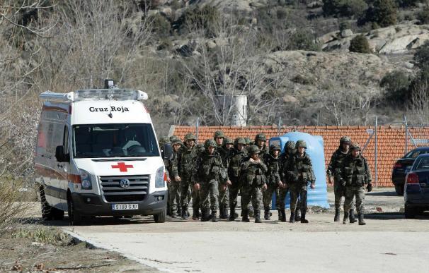 Zapatero expresa su cercanía a las familias de los militares muertos en Hoyo
