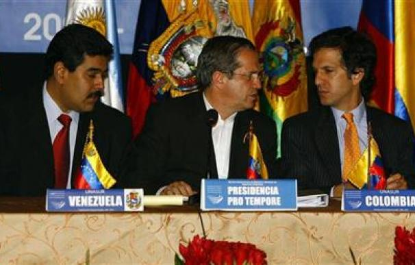 Chávez despliega militares en medio de la tensión con Colombia